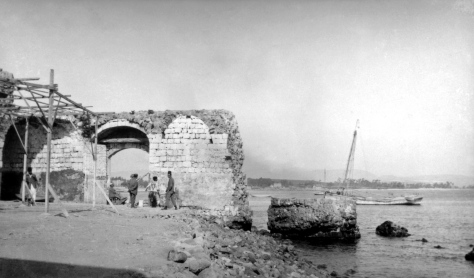 The sea gate where Bahá'u'lláh and His companions entered 'Akká in 1868.